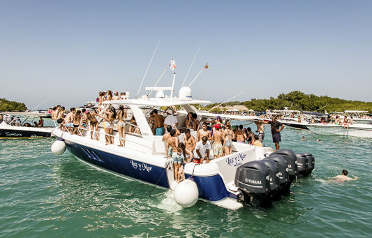 bachelor party cartagena boat parties